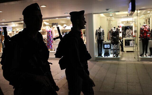 Illustration : La police des frontières à Eilat, 14 février 2011. (Nati Shohat / Flash90)
