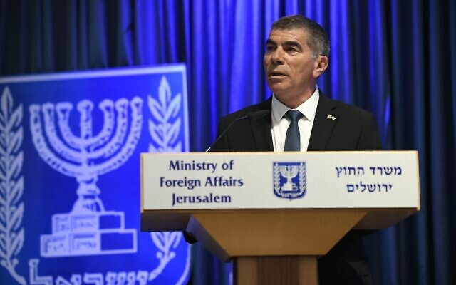 Le ministre des Affaires étrangères Gabi Ashkenazi s'exprime lors d'une conférence de presse conjointe avec le ministre allemand des Affaires étrangères Heiko Maas, le 10 juin 2020. (Ministère des Affaires étrangères/Autorisation)