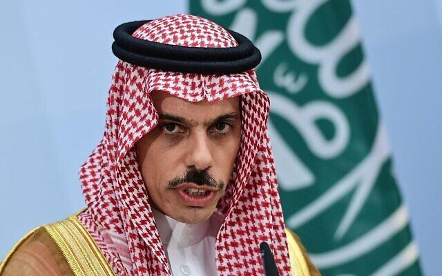 Le Prince Faisal ben Farhan Al-Saud, ministre saoudien des Affaires étrangères, participe à une conférence de presse commune avec le ministre allemand des Affaires étrangères à Berlin, le 19 août 2020. (Photo par John MACDOUGALL / POOL / AFP)