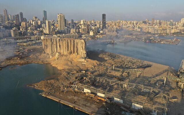 Une photo de drone montre la scène de l'explosion qui a frappé la zone du port de Beyrouth, le mercredi 5 août 2020.(AP Photo/Hussein Malla)
