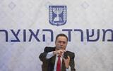 Le ministre des Finances Yisrael Katz tient une conférence de presse au ministère des Finances à Jérusalem, le 1 juillet 2020. (Photo par Olivier Fitoussi/Flash90)