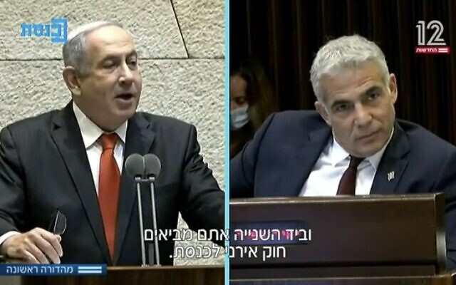 Le Premier ministre Benjamin Netanyahu et le leader de Yesh Atid, Yair Lapid, à la Knesset, le 12 août 2020. (Capture d'écran/Douzième chaîne)
