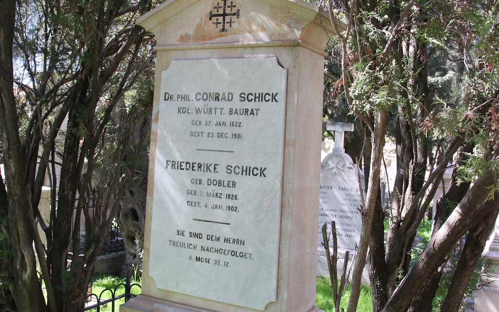 La tombe de Conrad Schick, un Conrad Schick, un missionnaire, artisan et archéologue qui a conçu certains des édifices les plus notables de Jérusalem.  (Shmuel Bar-Am)