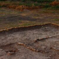 Une section du site de Beisamoun où le bûcher-tombe est visible (© mission Beisamoun)