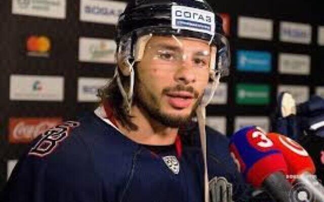 Le capitaine de l'équipe de hockey sur glace israélienne Eliezer Sherbatov (via Facebook)