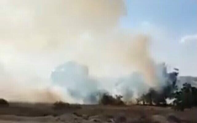 Incendie causé par un dispositif incendiaire présumé lancé depuis la bande de Gaza, le 11 août 2020 (Capture d'écran / Twitter)