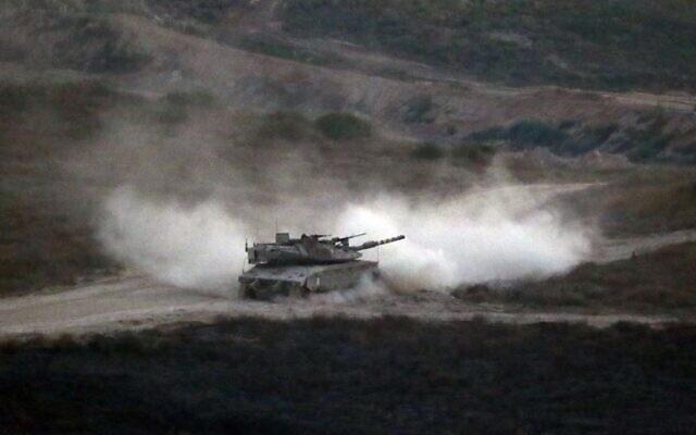 Un tank de l'armée israélienne patrouille le long de la frontière entre Israël et la bande de Gaza le 29 mai 2018. Photo illustrative (Jack GUEZ/AFP)