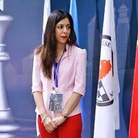 Shohreh Bayat avant le match entre Aleksandra Goryachkina (Russie) et Ju Wenjun (Chine) qu'elle va arbitrer lors des Championnats du monde d'échecs à Shangaï, le 11 janvier 2020 (Crédit :  STR / AFP) / China OUT)