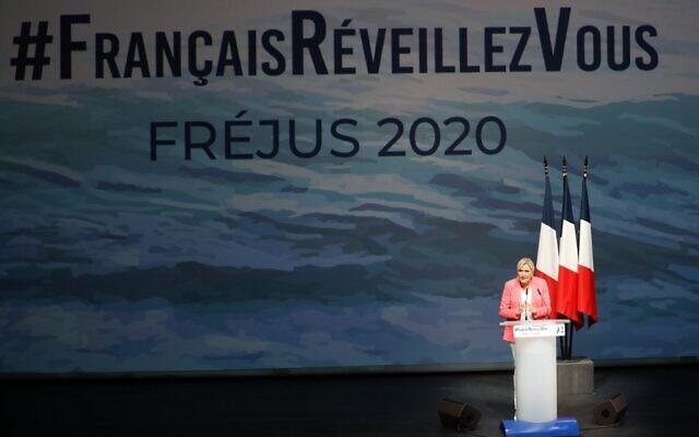 Marine Le Pen, présidente du Rassemblement national, lors de la première réunion publique du parti après la pause estivale, le 6 septembre 2020 à Fréjus, dans le sud-est de la France. (Valery HACHE / AFP)