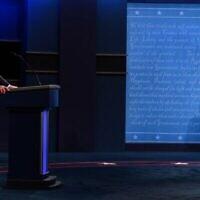 Le président américain Donald Trump et le candidat démocrate à la présidence et ancien vice-président américain Joe Biden lors du premier débat présidentiel à Cleveland, Ohio, le 29 septembre 2020. (Jim WATSON / AFP)