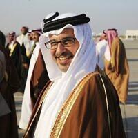 Le prince héritier de Bahreïn, Salmane ben Hamad Al Khalifa, sourit en voyant le prince Charles et son épouse Camilla à Manama, Bahreïn, le vendredi 11 novembre 2016. (Crédit : AP / Jon Gambrell)