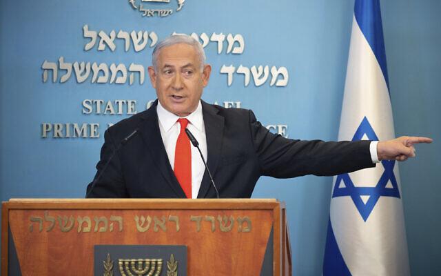 Le Premier ministre Benjamin Netanyahu s'exprime au cours d'une conférence de presse sur le coronavirus en Israël à son bureau de Jérusalem, le 13 septembre 2020 (Crédit : Alex Kolomiensky/Yedioth Ahronoth via AP, Pool)