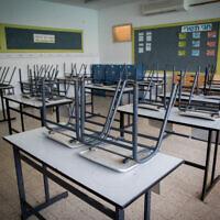 Photo d'illustration : Une classe vide dans une école de Mevaseret Zion, en Israël, le 27 août 2019 (Crédit :  Yonatan Sindel/Flash90)