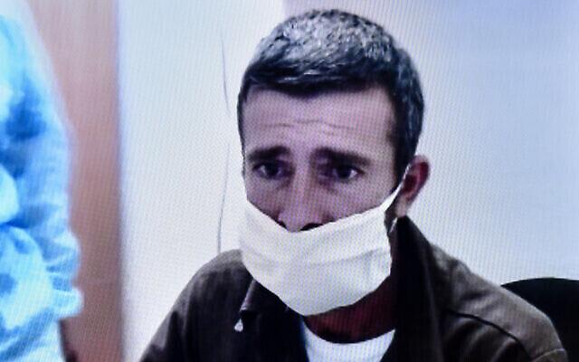 Khalil Abd al-Khaliq Dweikat, le terroriste palestinien accusé du meurtre du rabbin Shai Ohayon à Petah Tikva, participe à une audience de son procès par visioconférence, le 7 septembre 2020. (Crédit : Flash90)