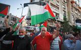 Des Palestiniens protestent contre l'accord de paix entre Israël et les Émirats arabes unis, dans la ville de Ramallah en Cisjordanie, le 15 septembre 2020. (Flash90)