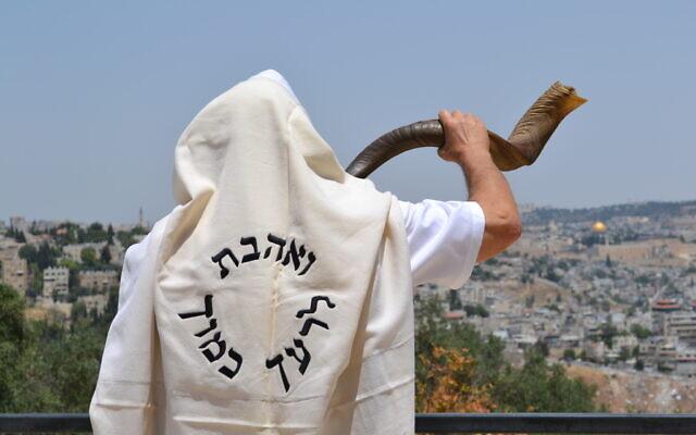 Moshe Silver, un ancien New-Yorkais vivant à Jérusalem, veut s'assurer que tout le monde puisse entendre le shofar pour Rosh Hashanah 2020. (Avec l'aimable autorisation de Moshe Silver)