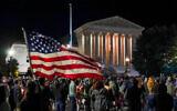 Les Américains se rassemblent pour rendre hommage à la regrettée juge de la Cour suprême Ruth Bader Ginsburg à Washington, le 19 septembre 2020 (Crédit : AP Photo/J. Scott Applewhite)
