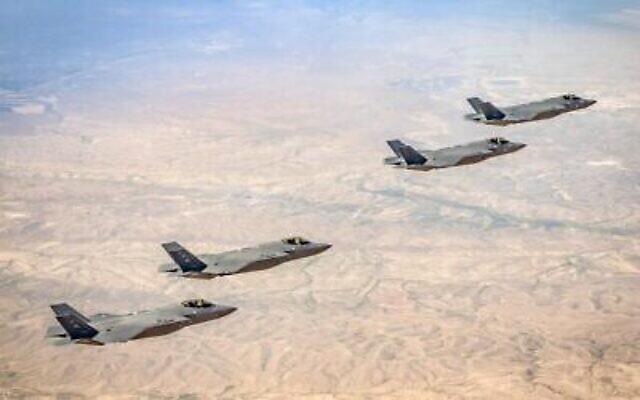 Des avions de chasse F-35 israéliens et américains participent à un exercice conjoint au-dessus du sud d'Israël, le 29 mars 2020. (Armée israélienne)