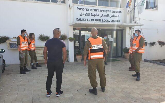 Des soldats du commandement du Front intérieur de Tsahal opèrent dans la ville druze de Daliat el-Carmel, au nord d'Israël, sur une photo non datée. (Tsahal)