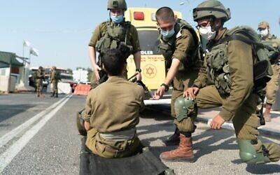 Les troupes israéliennes participent à un entraînement surprise simulant un enlèvement en Cisjordanie en septembre 2020. (Crédit : Armée de défense d'Israël)