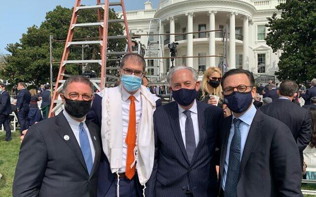 De gauche à droite : Les leaders de la communauté juive, le rabbin Bruce Lustig, le rabbin Yehuda Sarna, Eric Fingerhut et Ross Kriel, lors de la cérémonie de paix de la Maison Blanche, le 15 septembre 2020 (Autorisation)
