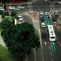 Photo d'illustration : Un bus électrique circule sur une route intelligente d'Electreon, en se rechargeant en se déplaçant (Capture d'écran : ElectReon)