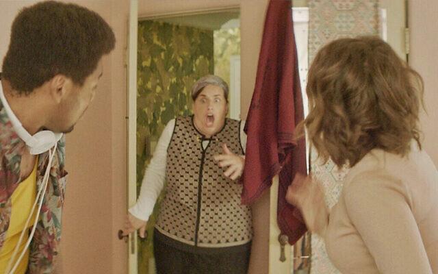 """""""Je voulais montrer un côté différent que nous ne voyons pas normalement"""", a déclaré Talia Osteen, scénariste et réalisatrice de """"Shabbos Goy"""", à propos de la représentation de l'orthodoxie dans le court métrage. (Autorisation/Talia Osteen via JTA)"""