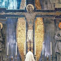 """La peinture murale """"La Crucifixion"""" dans l'église du Saint Rosaire à Oldham par l'artiste George Mayer-Marton. (Succession de George Mayer-Marton)"""