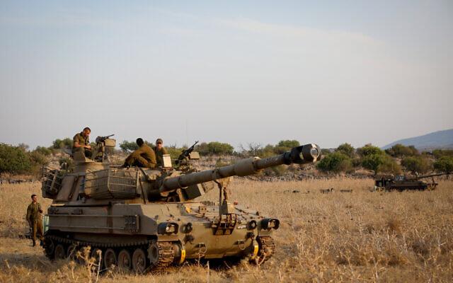 Tsahal stationne près de la frontière entre Israël et le Liban dans le Golan le 27 juillet 2020. (David Cohen/Flash90)