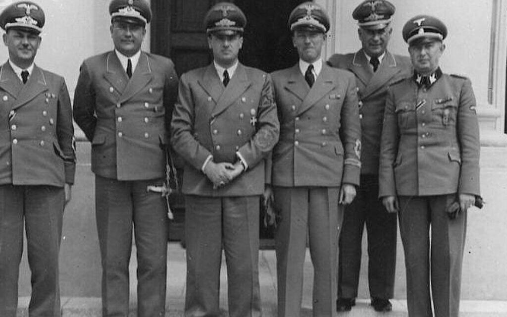 Otto von Wächter aux côtés de Hans Frank, au centre. (Domaine public)