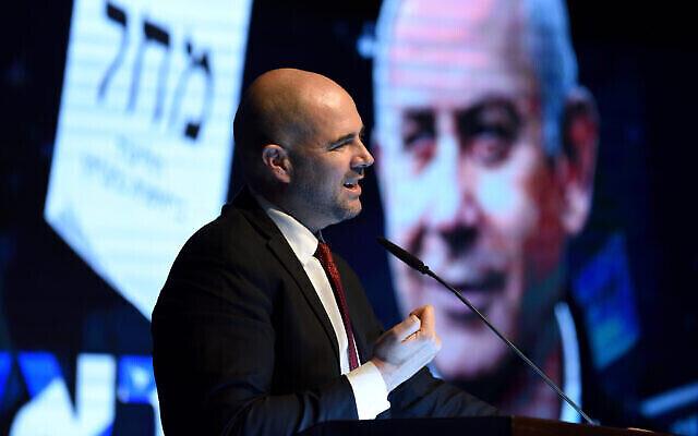 Amir Ohana, alors ministre de la Justice, prononce un discours lors d'un rassemblement électoral du Likoud à Or Yehuda le 13 février 2020 (Gili Yaari/Flash90)