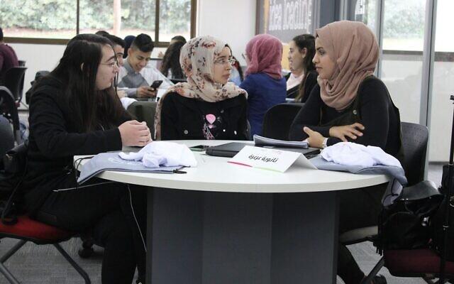 Des étudiants arabes participent à un Makeathon en 2020 à l'université de Tel Aviv, organisé par Tsofen. Dans un Makeathon, les équipes travaillent à la construction de nouveaux produits (Autorisation)