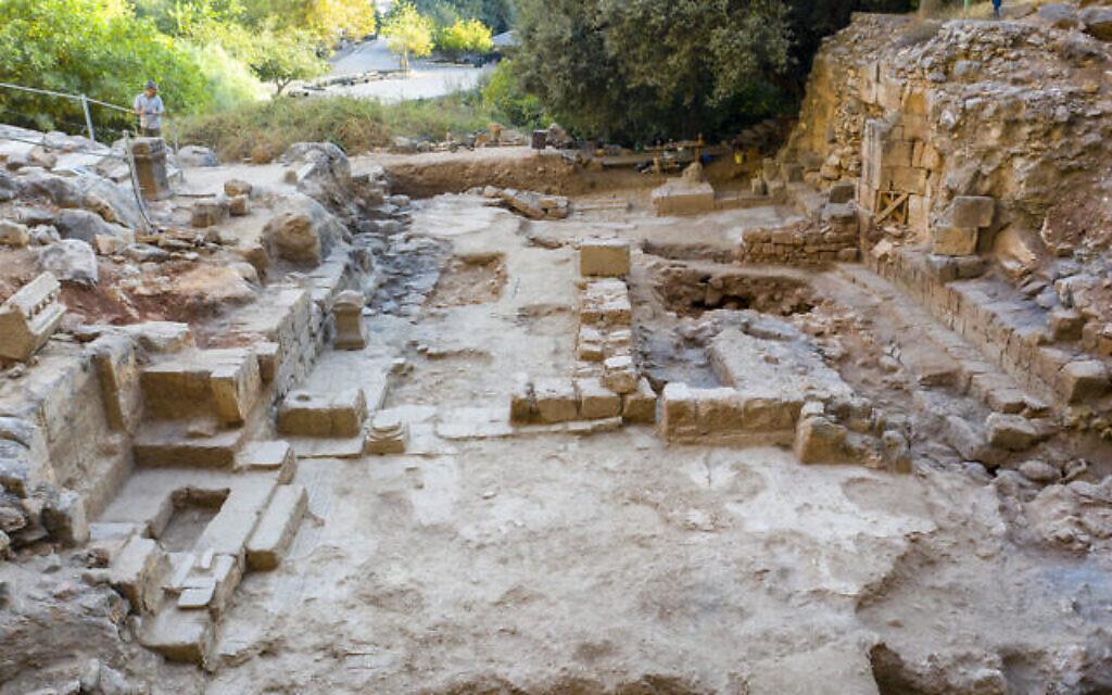 L'église byzantine datant d'environ 400 ans après l'ère commune, mise au jour dans la réserve naturelle de Panéas. (Crédit : Yaniv Cohen)