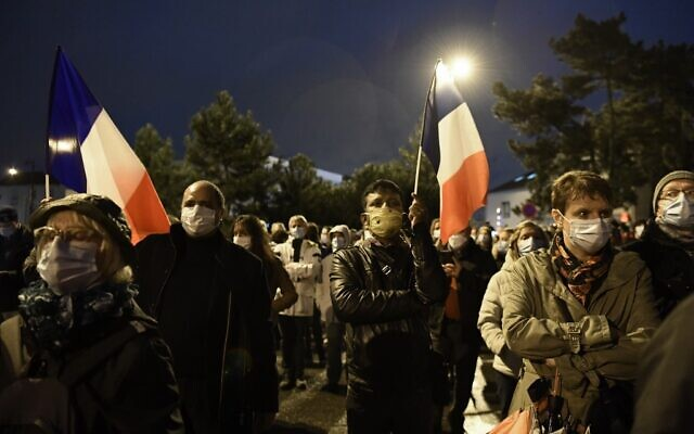Marche Blanche à Conflans-Sainte-Honorine,en hommage à Samuel Paty, professeur décapité, le 20 octobre 2020. (Crédit : Bertrand GUAY / AFP)