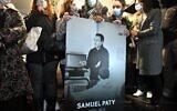 Des proches et collègues de Samuel Paty pendant la Marche Blanche à Conflans-Sainte-Honorine, le 20 octobre 2020. (Crédit : Bertrand GUAY / AFP)
