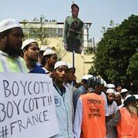 Des manifestants du parti Islami Andolan Bangladesh manifestent contre la France, à Dhaka, au Bangledesh, le 27 octobre 2020. (Crédit : Munir UZ ZAMAN / AFP)