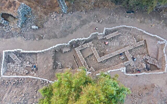 Les fouilles de l'Autorité israélienne des antiquités à Nafah, sur le plateau du Golan. (Crédit : Assaf Peretz/Autorité israélienne des antiquités)