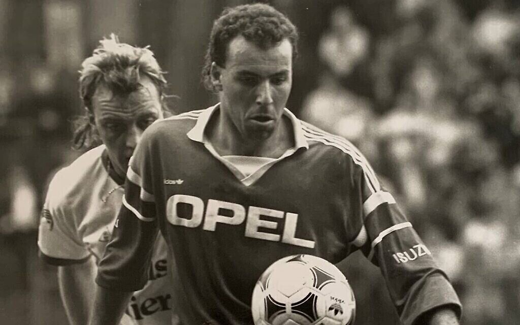 La légende du football israélien Ronny Rosenthal en action. (Autorisation)