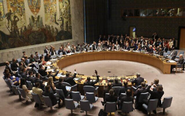 Les membres du Conseil de sécurité votent au siège des Nations unies sur l'accord nucléaire historique conclu entre l'Iran et six puissances mondiales, le 20 juillet 2015. (AP/Seth Wenig, File)