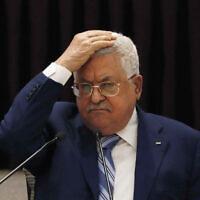 Le président de l'Autorité palestinienne Mahmoud Abbas lors d'une réunion pour discuter de l'accord de normalisation des relations entre les Emirats arabes unis et Israël, dans la ville de Ramallah en Cisjordanie, le 18 août 2020. (Mohamad Torokman/Pool Photo via AP, File)