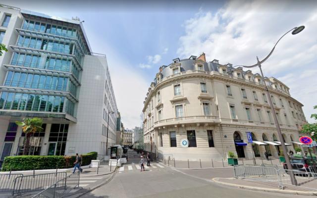 Vue de la rue de l'ambassade d'Israël à Paris (Crédit : Google Street)
