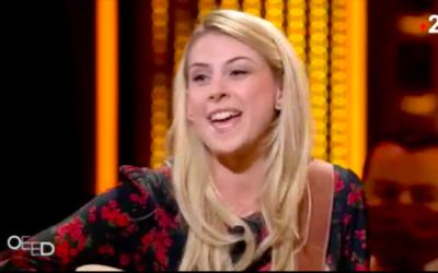 Laura Laune dans l'émission «On est en direct» sur France 2. (Crédit : capture d'écran / France 2)