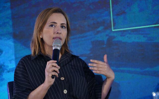 Gila Gamliel s'exprime lors d'une conférence à Kedem, en Cisjordanie, le 5 septembre 2019. (Hillel Maeir/Flash90)
