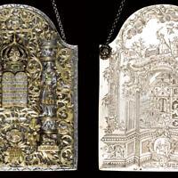 Bouclier décoratif de la Torah en argent signé et daté par Elimelekh Tzoref de Stanislav, 1782. (Crédit : JTA)