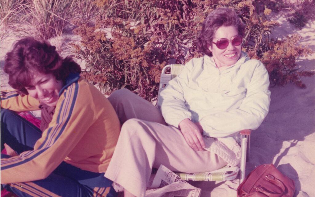 Helen Epstein et sa mère Franci Rabinek Epstein, 1974. (Avec l'aimable autorisation de Helen Epstein)