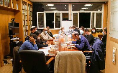 Des membres du groupe d'études Ladaat, à Paris.