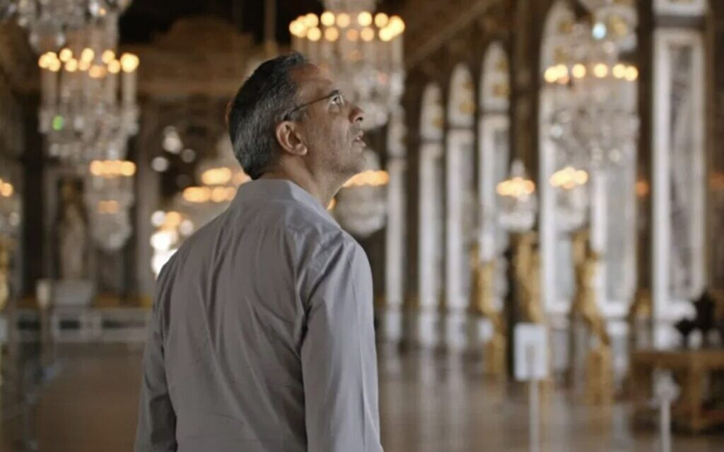 "Yotam Ottolenghi dans le documentaire ""Ottolenghi and the Cakes of Versailles"" de Laura Gabber. (Autorisation : IFC Films)"