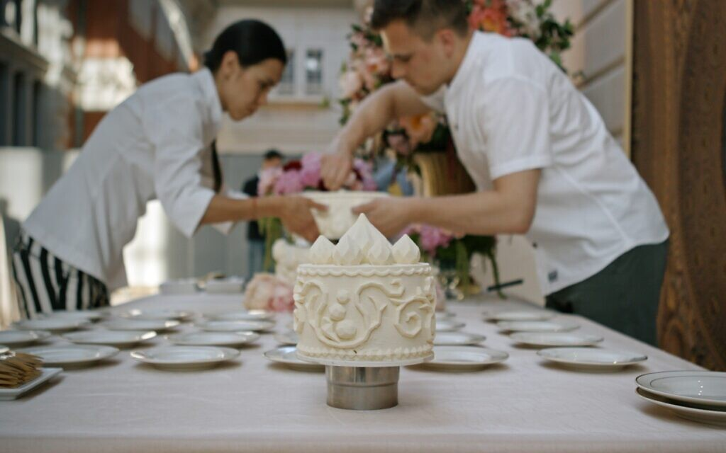 "Un extrait du documentaire ""Ottolenghi and the Cakes of Versailles"" de Laura Gabber. (Autorisation : IFC Films)"