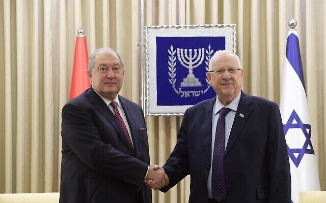 Le président Reuven Rivlin avec son homologue arménien Armen Sarkissian à la résidence du président à Jérusalem, le 26 janvier 2020. (Amos Ben Gershom/GPO)