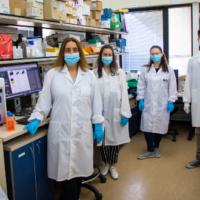 Le centre de lutte contre les pandémies de l'Université de Tel Aviv. (Crédit : Ronit Sachi / Site de l'Association française de l'Université de Tel Aviv)